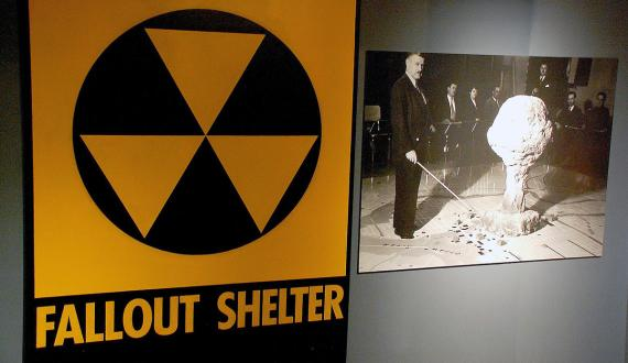 Atombunker-Schild im Washingtoner International Spy Museum | © Ben R / Flickr / CC BY-NC-ND 2.0