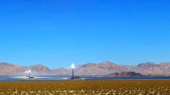 The Ivanpah Solar Electric Generating System is located in the Californian Mojave Desert and one of the largest worldwide. 347,000 mirrors focus sunlight on centralized solar power towers.