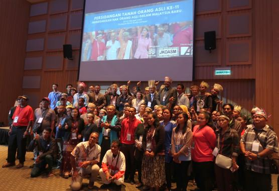 Tan Sri Tommy Thomas, the Attorney General of Malaysia, taking a group photo after a dialogue session with the participants.