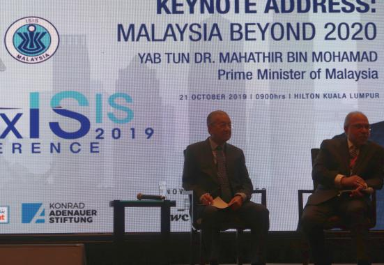 Tun Dr. Mahathir Mohamad, the Prime Minister of Malaysia, engaging with the participants after giving his keynote address.