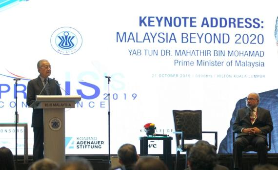 The Prime Minister of Malaysia, Tun Dr. Mahathir Mohamad giving his keynote address at the conference.
