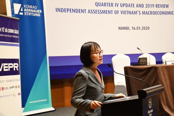 Assoc. Prof. Nguyen Anh Thu, PhD.  Vice Rector  University of Economics and Business, Vietnam National University, Hanoi, addresses the launching workshop of the Quarterly Report IV 2019