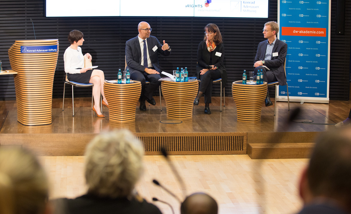 Lorena Jaume-Palasí (iRights.international), Harlem Désir (OSCE Representative on Freedom of the Media), Lynn St. Amour (Chair of the Multistakeholder Advisory Group of the Internet), Matthias Spielkamp (iRights.international) v.l.n.r.