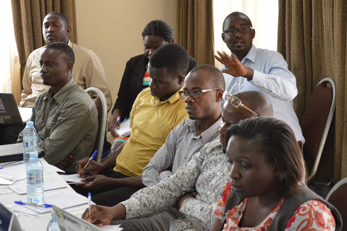 Participants engaged in the policy discussion during the roundtable discussion