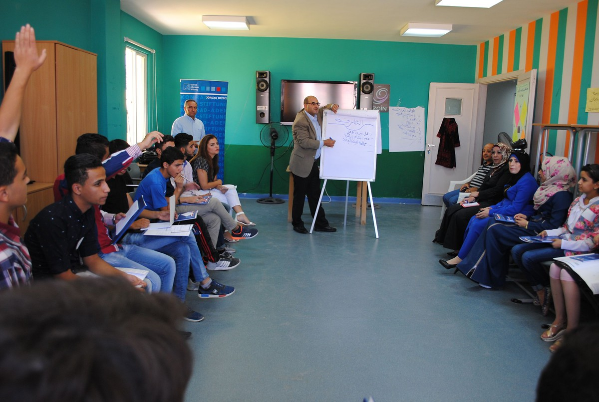 Young Jordanians are discussing drivers for radicalization among Youth in Zarqa, Jordan.