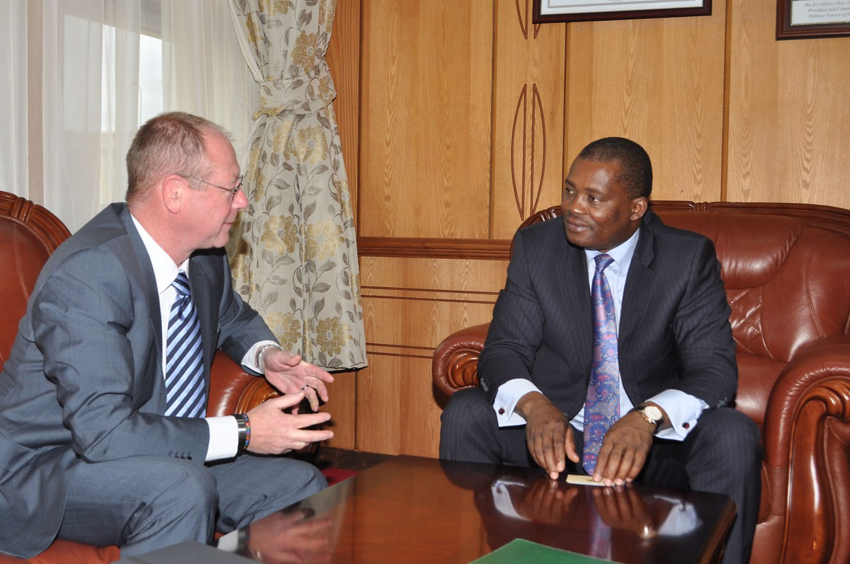 Dr. Arne Wulff (L) in discussions with Hon. Justin Muturi (R)