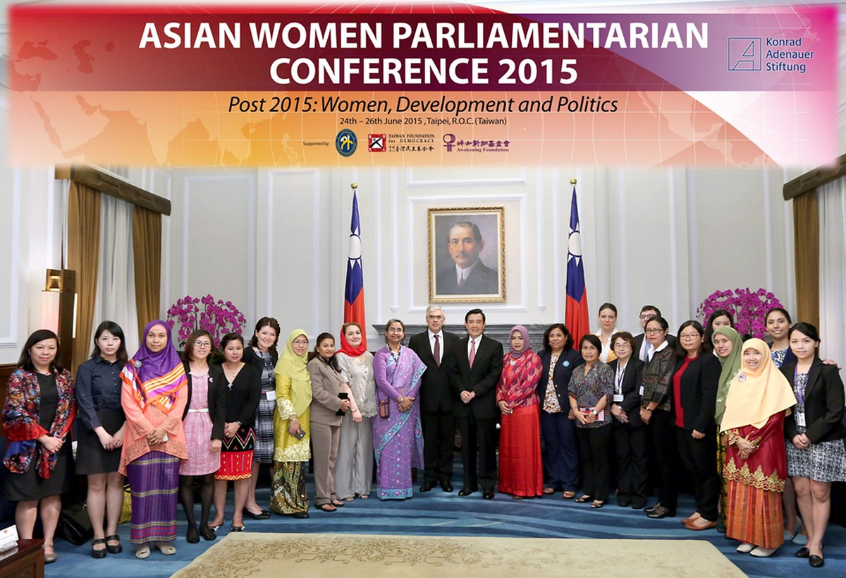 Official photo session with H.E. President Ma Ying-jeou and AWP conference delegates