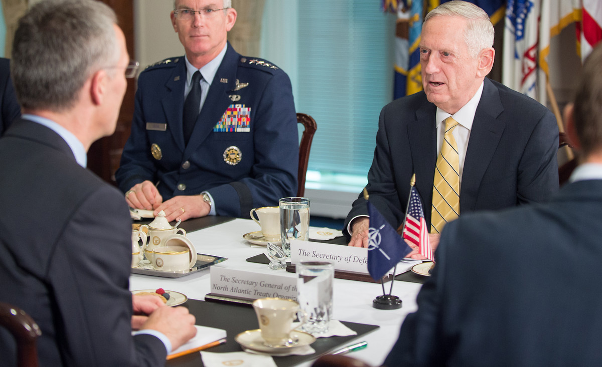 Defense Secretary Jim Mattis speaks with NATO Secretary General Jens Stoltenberg during a bi-lateral meeting at the Pentagon in Washington, D.C. on March 21, 2017 | © DOD / Army Sgt. Amber I. Smith Flickr / CC BY 2.0