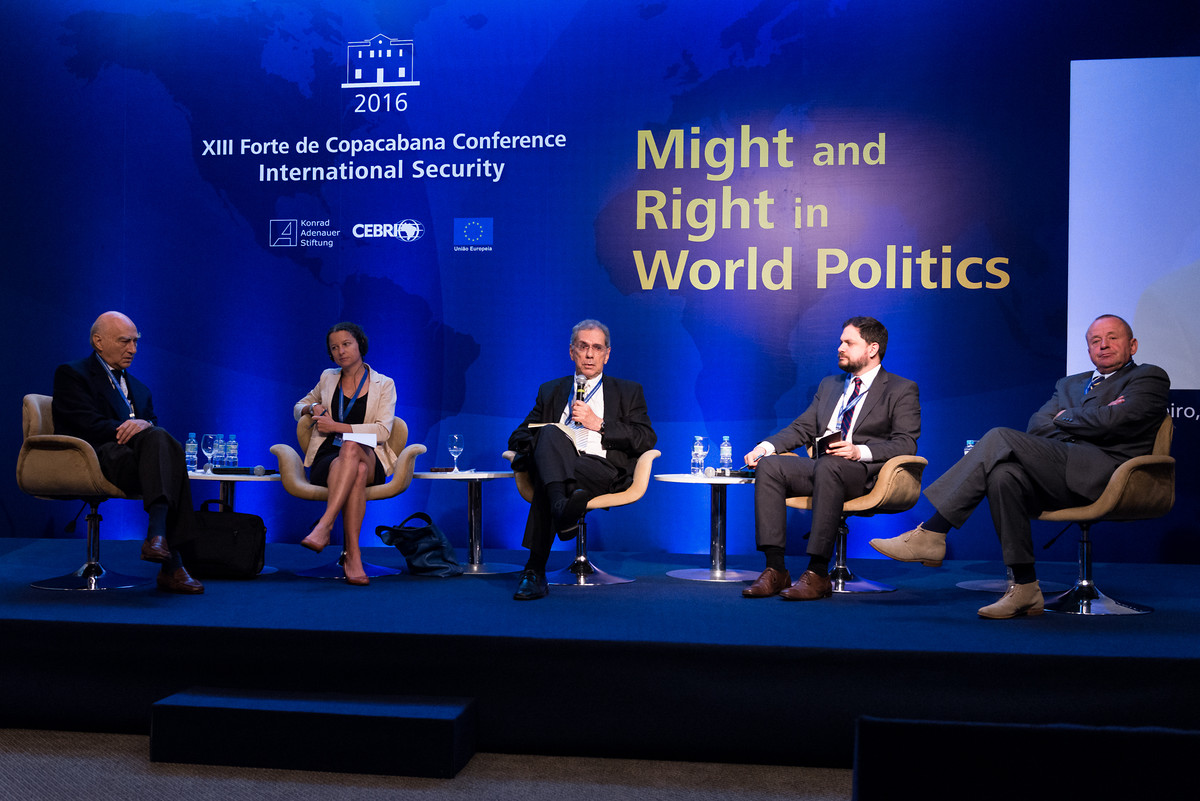 "Internationales Panel zum ""Thema World Politics of Security The Balance of Law and Force"""