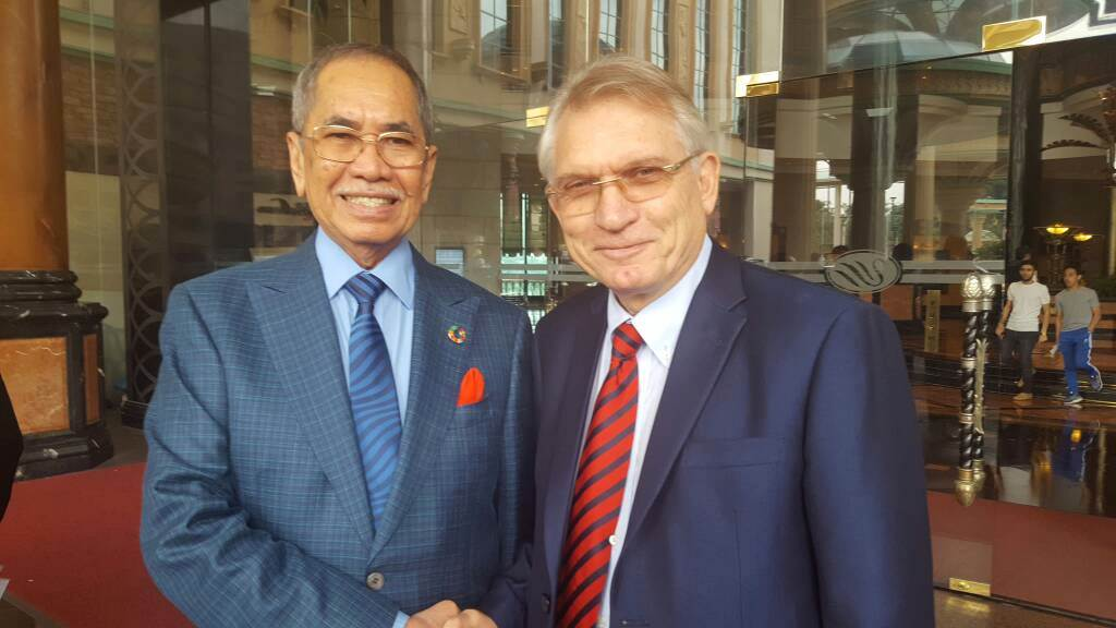 Dato' Sri Dr. Haji Wan Junaidi Tuanku Jaafar, the Malaysian Minister of Natural Resources and Environment with Mr. Wolfgang Hruschka in front of the conference venue at Sunway Resort Hotel & Spa on 17 August 2017.