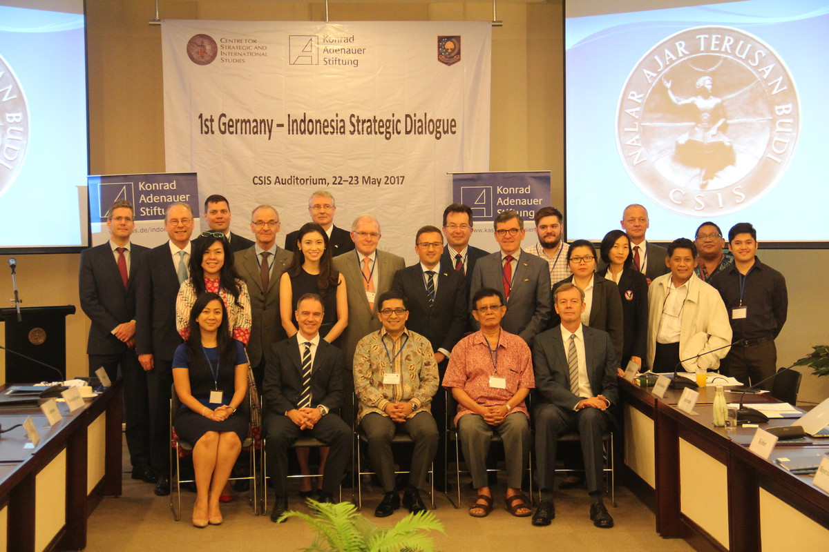 Participants of the 1st German-Indonesian Strategic Dialogue in Jakarta on 22-23 May 2017
