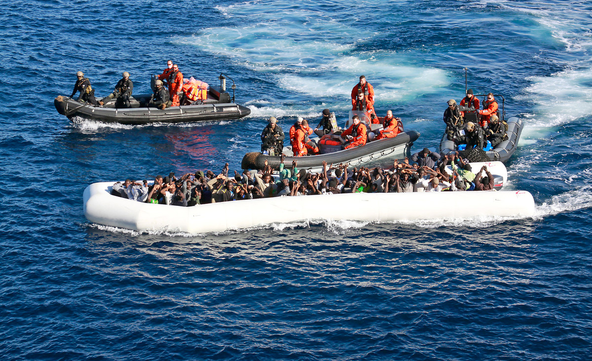 "Soldiers of German Bundeswehr ""Einsatzgruppenversorger Berlin"" save North African refugees from a non-seaworthy boat in the Mediterranean, 25.12.2015 