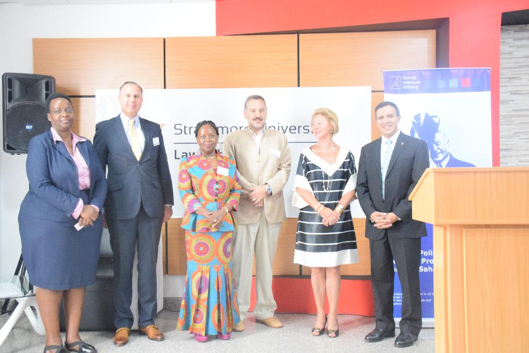 Foto f.l.t.r.: Josh Ndache, Senior Chief Legal Officer at the Kenya Law Reform Commission; Prof. Oliver Ruppel from KAS; Prof. Patricia Kameri-Mbote, Professor of Law, University of Nairobi; Alexander Juras, Chief of Civil Society Unit, UN Environment; Prof. Iwona Rummel-Bulska, School of Law, University of Nairobi; Dr. Luis G. Francesci, Dean, Strathmore Law School