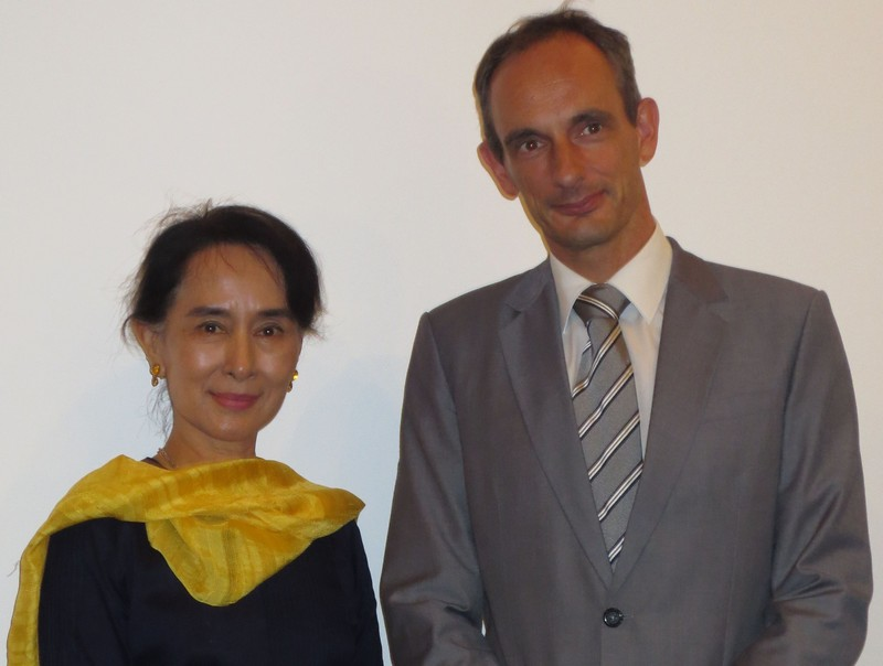 Nobel laureate and Chairperson of the National League for Democracy, Myanmar Aung San Suu Kyi and Head of the Rule of Law Programme Asia, Marc Spitzkatz at the Yangon workshop on Constitutional Democracy.