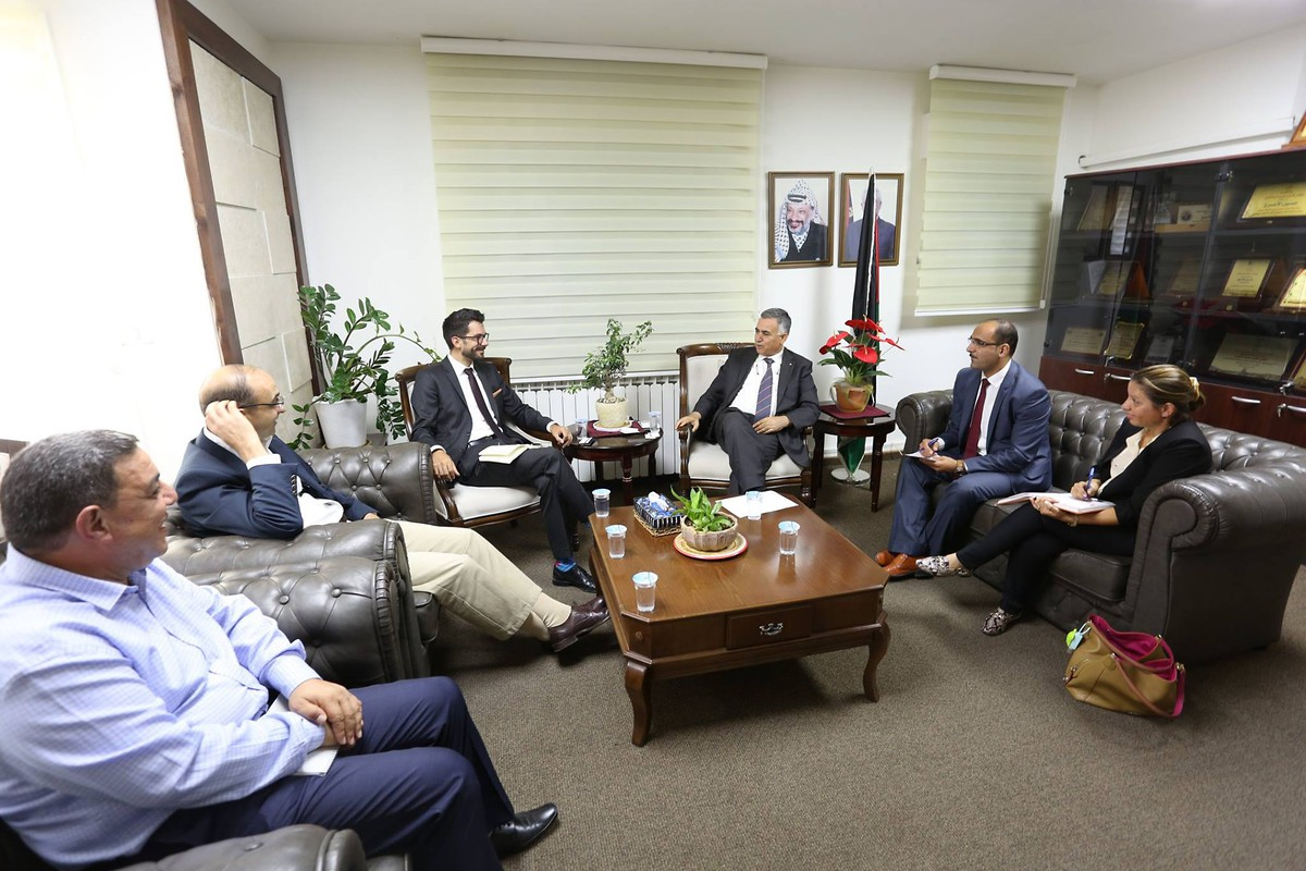 Minister Al-A'raj and Marc Frings (center) meet with the teams of KAS and the ICP