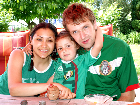 Nancy and Nils with their daughter