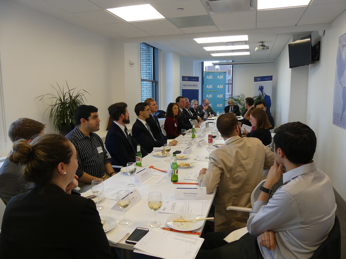 Discussion round with KAS scholarship students, leaders of the American Jewish Committee (AJC) and members of the AJC's Young Leadership Program (ACCESS).
