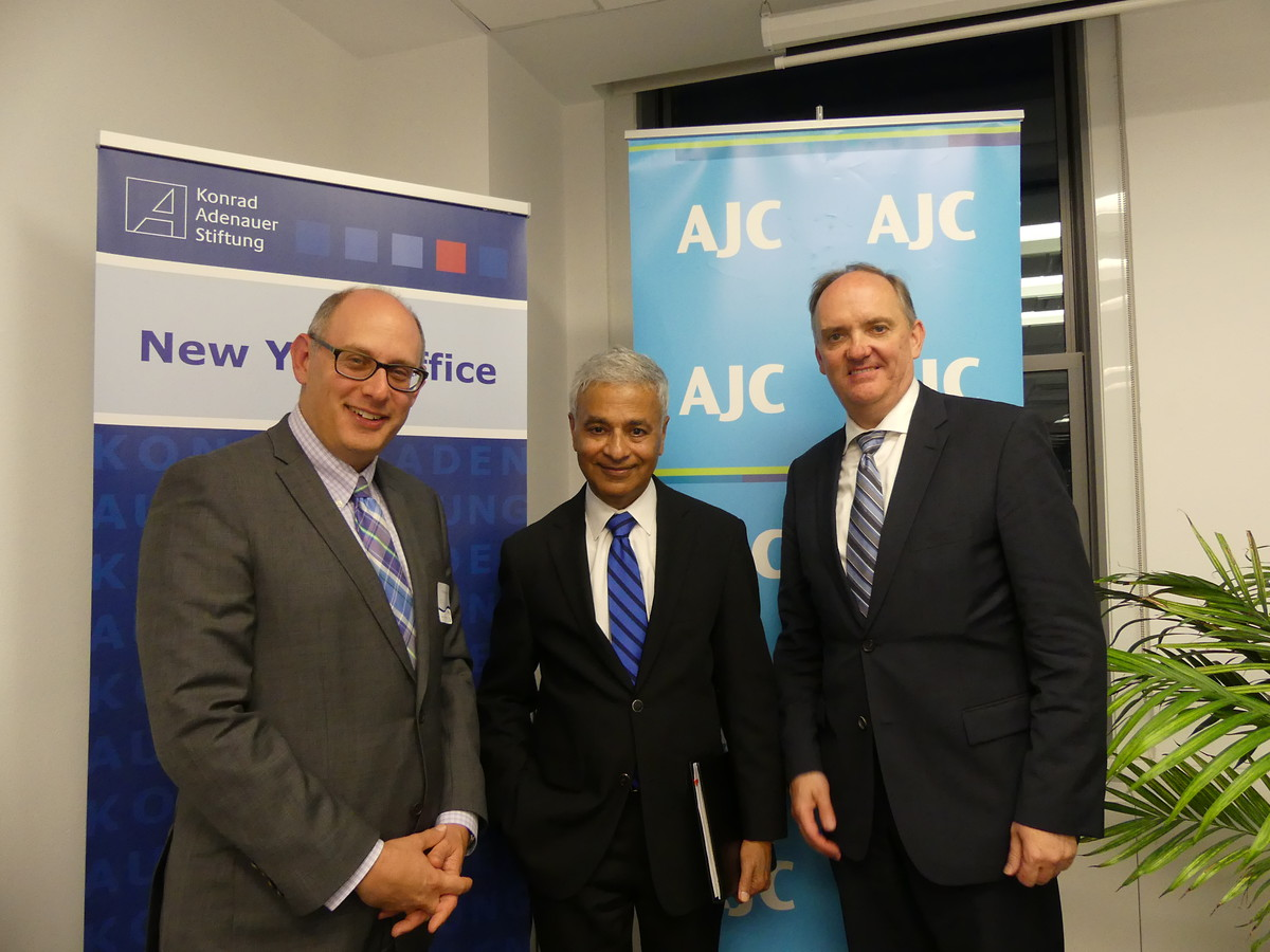 Michael Schmidt, Director of the AJC New York (l.); Aaron Jacob, Director of Diplomatic Affairs at the AJC New York (m.) and Dr. Stefan Friedrich, Head of the KAS Office NY(r.).