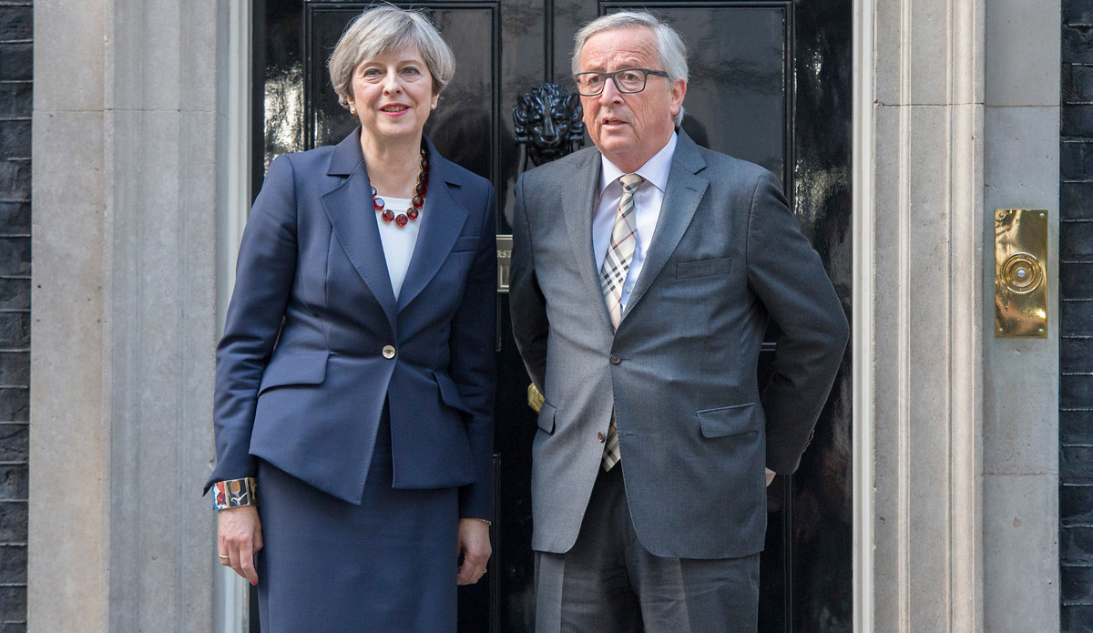 Großbritanniens Premierministerin Theresa May und EU-Kommissionspräsident Jean-Claude Juncker - hier im April 2017 vor Downing Street Nr. 10. | © Crown Copyright / Jay Allen / Flickr / CC BY-NC-ND 2.0