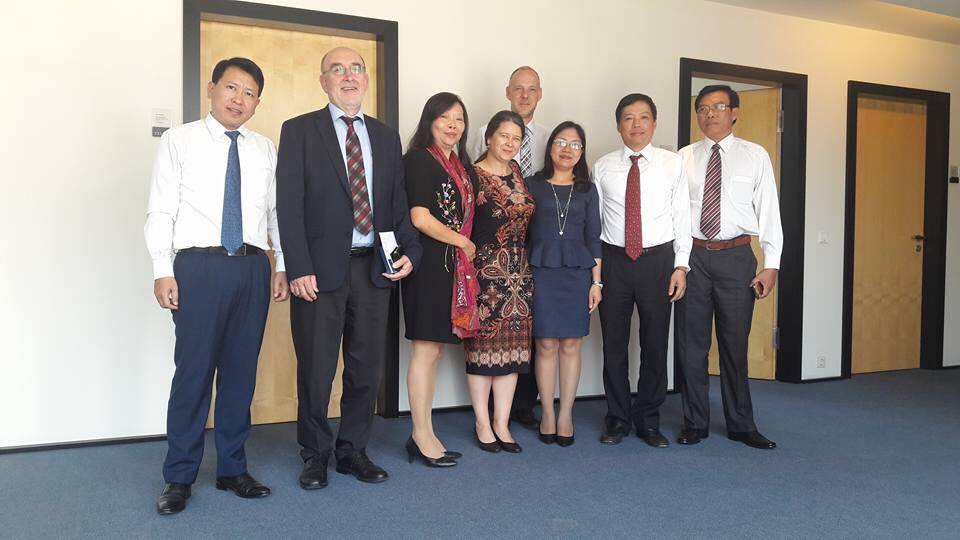 Vietnamese Law makers visit Germany