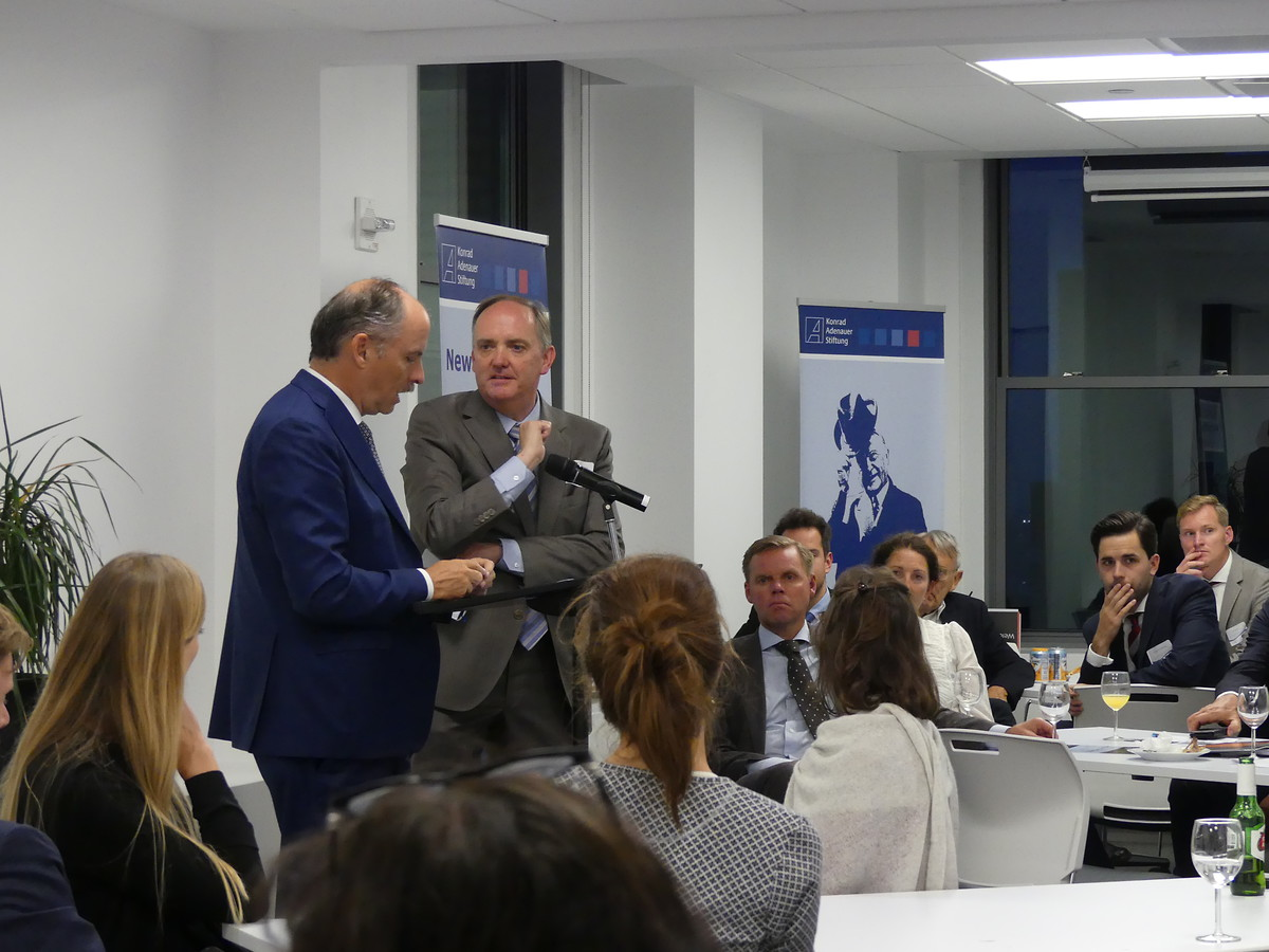 Klaus Welle, Secretary General of the European Parliament, takes questions from interested listeners after his speech.