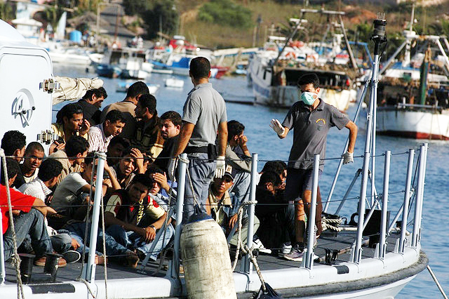 Migrants arriving on the Island of Lampedusa in August 2007 (Foto: noborder network/Sara Prestianni)
