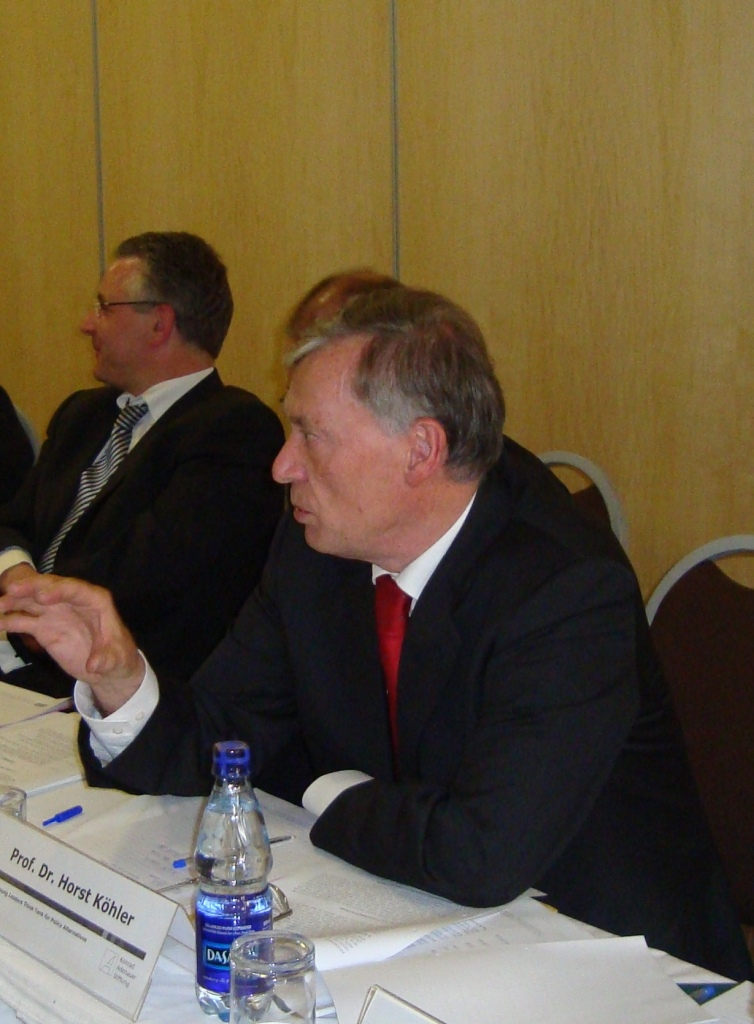 Prof. Dr. Horst Köhler was discussing the issue of unemployment with the members of the Think Tank