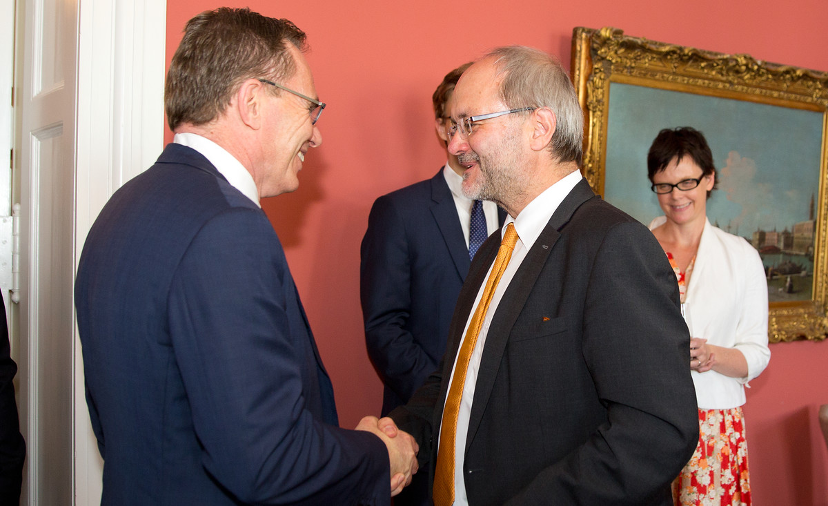 Germany-Australia Expert Dialogue on Political and Economic Challenges with MP Volkmar Klein and delegation of Australian business leaders, Berlin 19.5.2017. Volkmar Klein with Andrew MacKenzie.