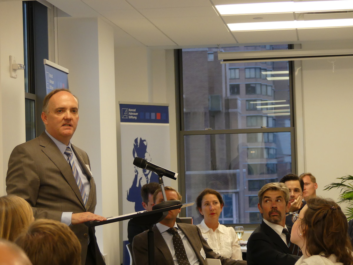 Dr. Stefan Friedrich, Director of the KAS New York office welcomes guests.