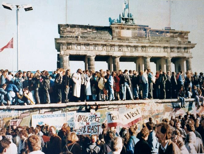 Mauerfall 9.November 1989, Berlin. Quelle: Wikimedia Commons