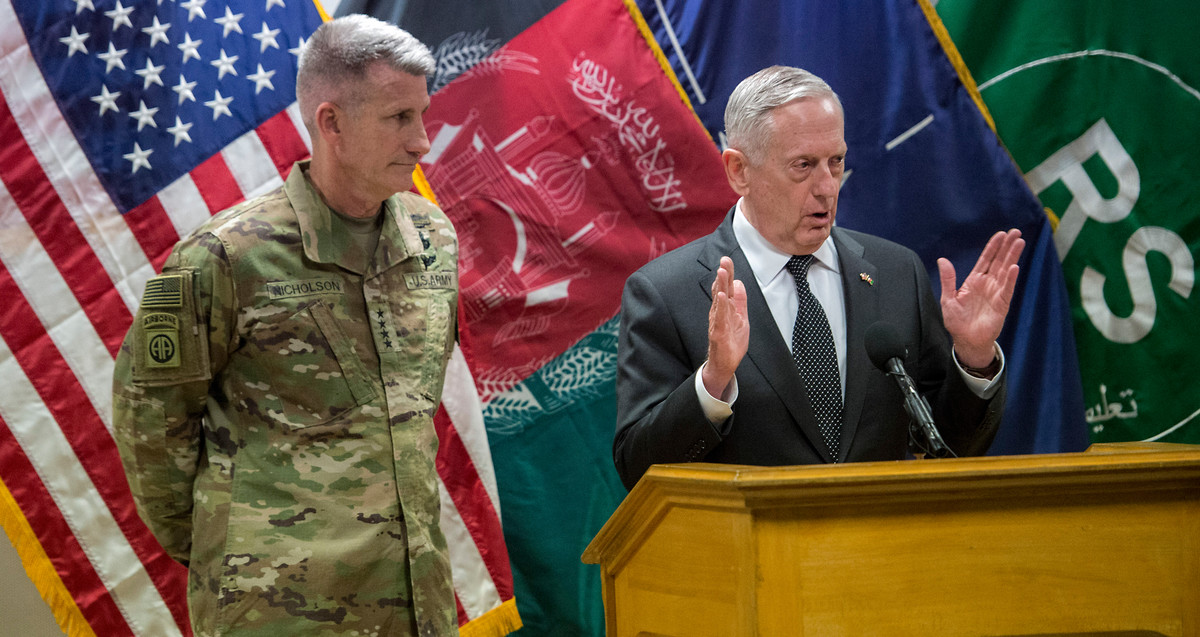 Befehlshaber der NATO-Mission Resolute Support, General John W. Nicholson Jr. (links), und US-Verteidigungsminister James N. Mattis | © US-Verteidigungsministerium / Flickr / CC BY 2.0