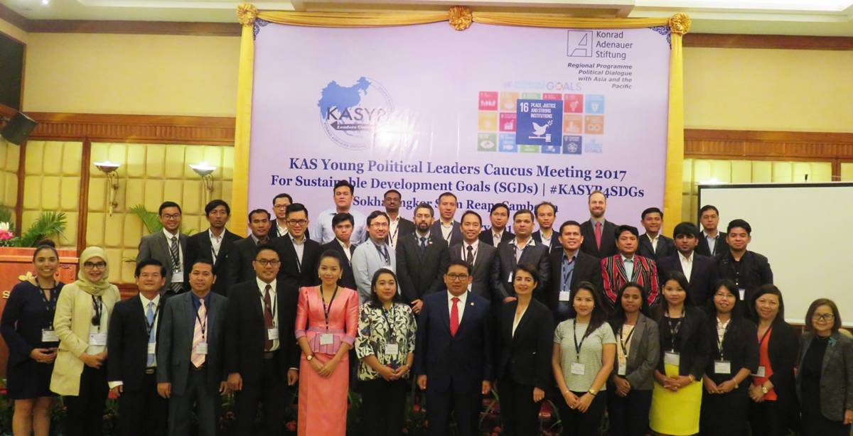 Group photo of KASYP-LC with Hon. Dr Fadli Zon and esteemed resource persons