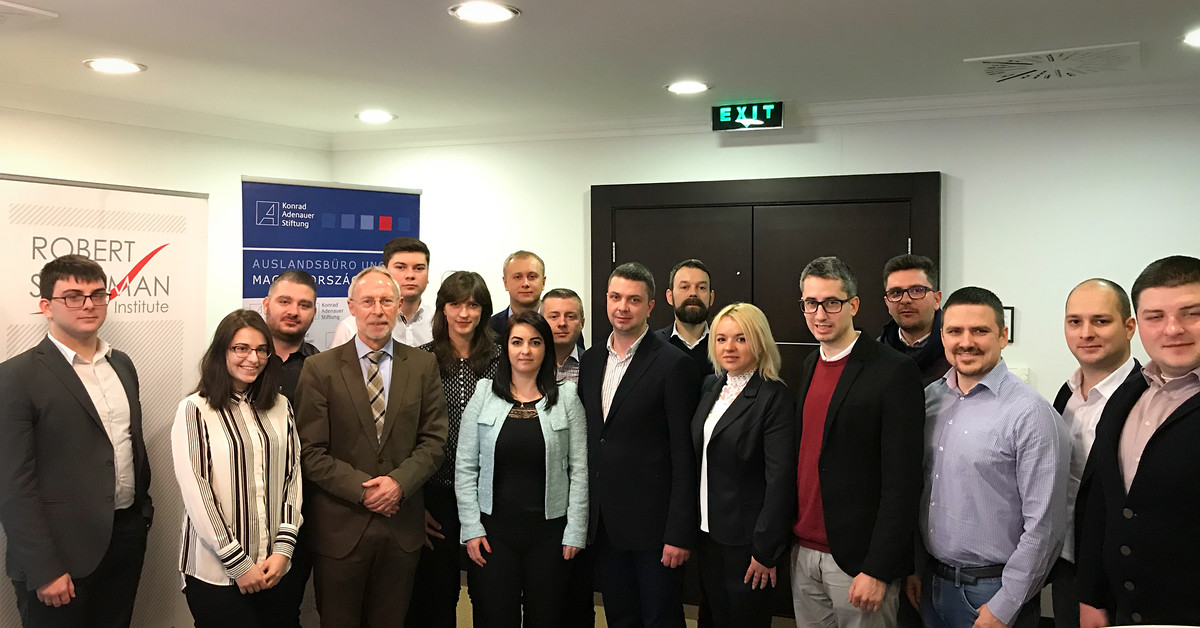 The participants of the seminar together with Frank Spengler, Resident Representative of the Konrad-Adenauer-Stiftung in Hungary, and Gábor Berczeli, Acting Director of the Robert Schuman Institute.