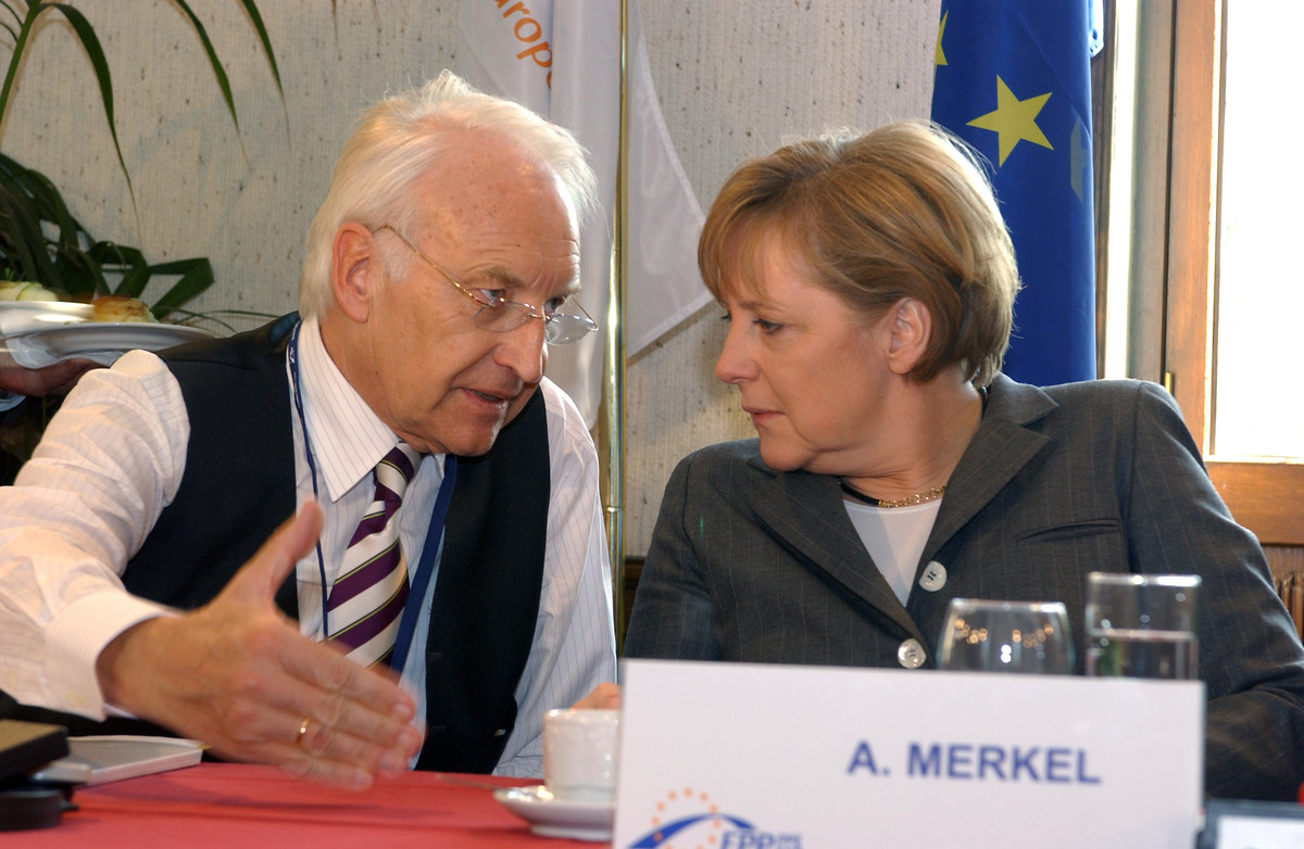 Edmund Stoiber mit Angela Merkel, 2006 (Quelle: European People's Party / CC-BY-2.0)