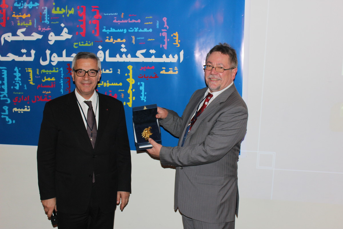 "Peter Rimmele (r.) receiving a miniature sculpture of ""Justitia"" from the President of the Lebanese Judicial Superior Council, Judge Jean Fahed as a token of appreciation for KAS's sustained assistance."