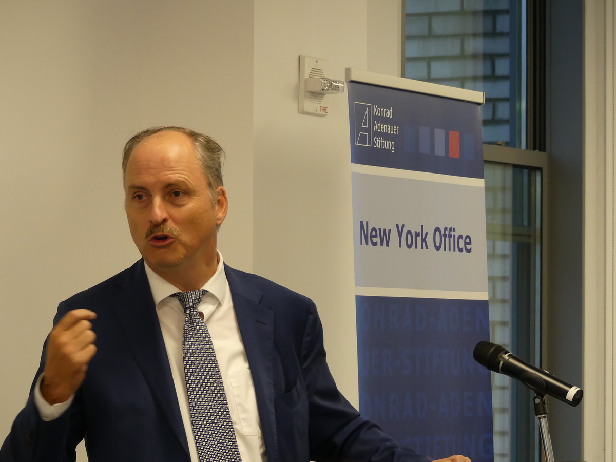 "Klaus Welle, Secretary General of the European Parliament, speaks about the topic: ""Where next for the European Union and transatlantic relations? - Politics in an era of uncertainty."""