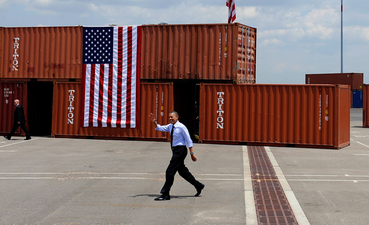 Barack Obama am Container-Hafen in Tampa, USA 2012. | Foto: dpa