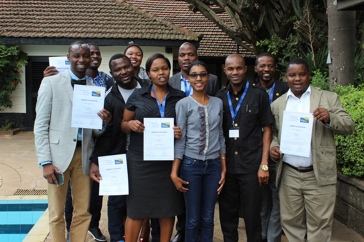 The group of participants with their certificates.