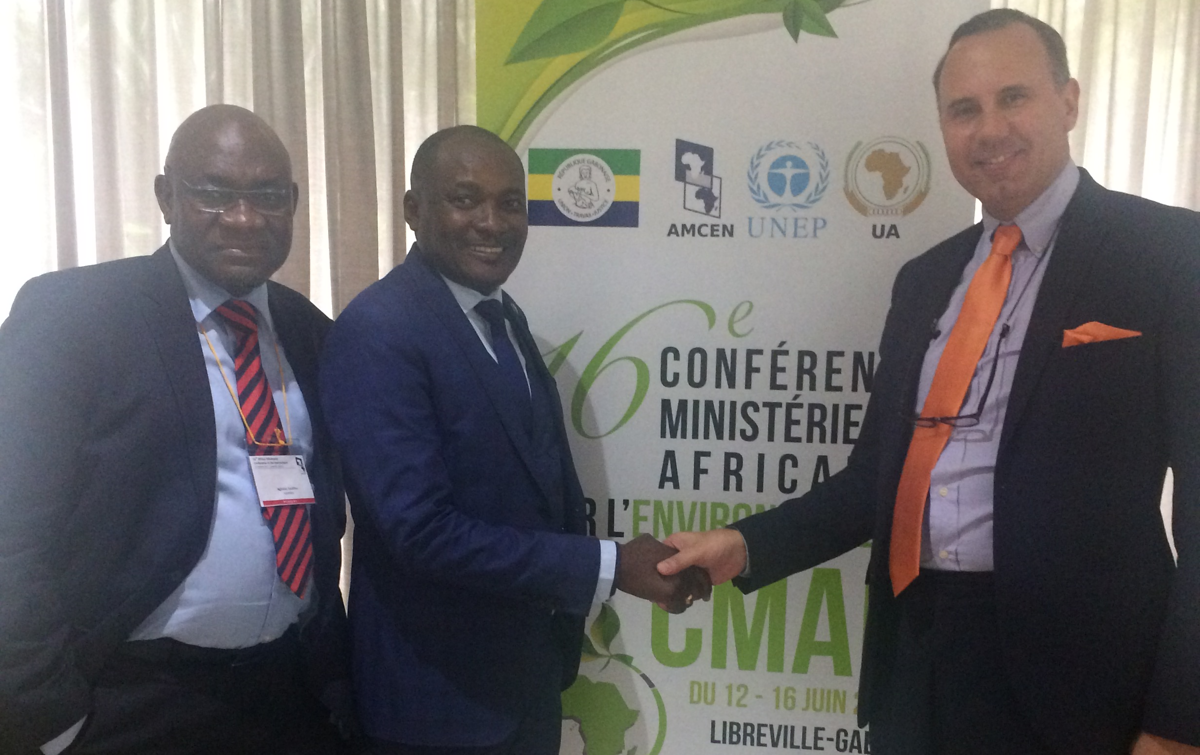 Photo f.l.t.r.: Mr. Teo Ngitila, Environmental Commissioner of Namibia; Mr Pohamba Shifeta,Minister of Environment and Tourism of the Republic of Namibia; Prof. Oliver Ruppel, director KAS regional program on Climate Policy and Energy Security in Subsaharan Africa